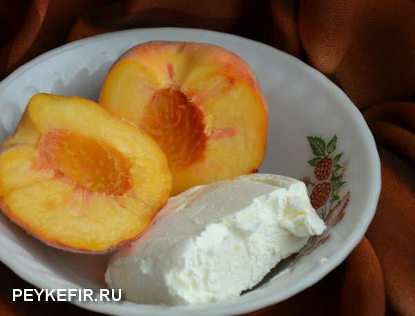 Творог с персиком